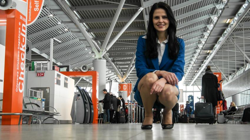 Ania w stroju stewardesy KLM