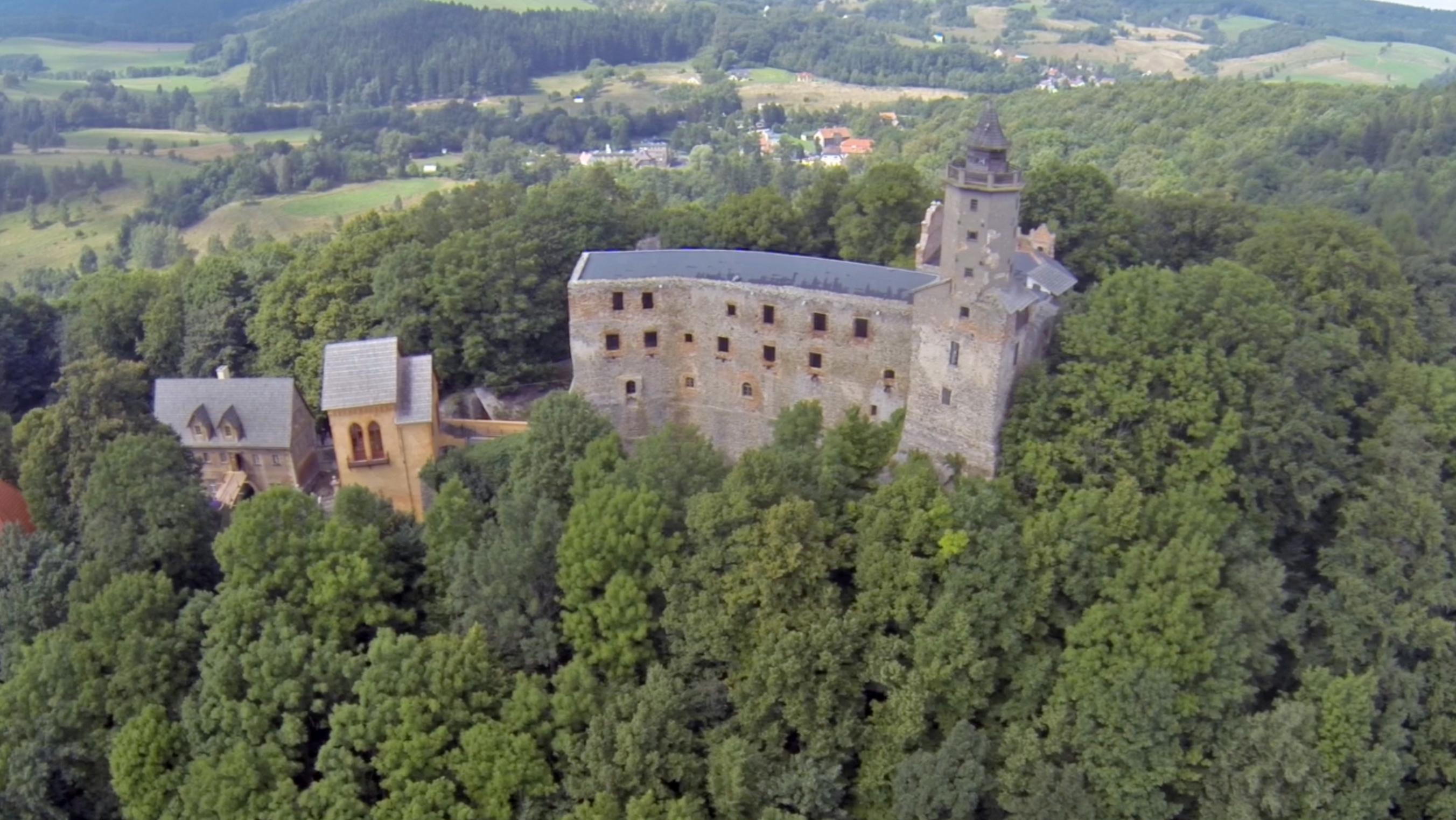 Zamek Grodno - Polska z drona - Podróżniccy.com