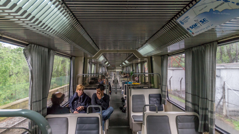 Tren de la Costa w środku