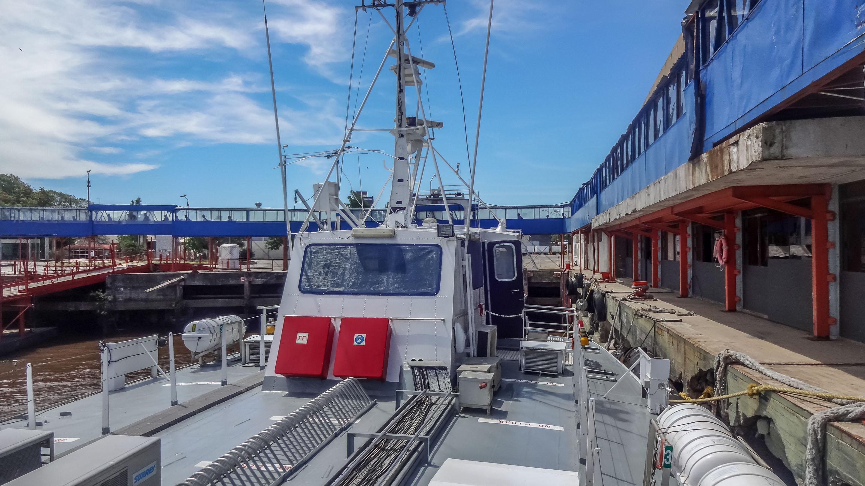 Wsiadamy na łódź firmy Colonia Express (znacznie taniej niż konkurencyjny Buquebus)