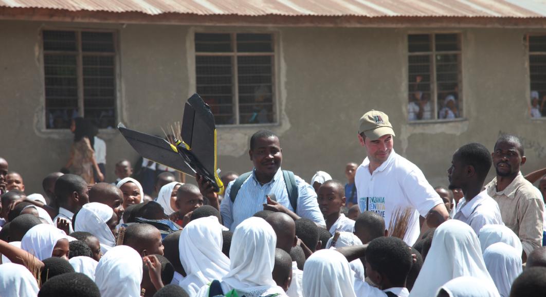 Start i lądowania dronem odbywały się w miejscowej szkole