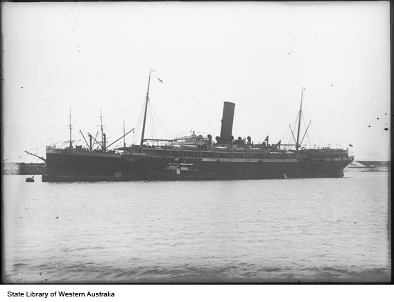 SS Orontes we Fremantle 1910